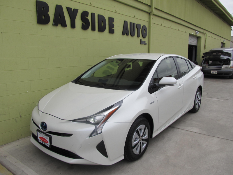2017 Toyota PRIUS TWO 新車を当社から納車させて頂いた、お車です!