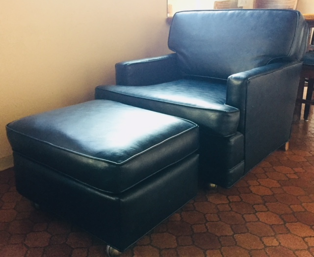 Single Sofa with Ottoman