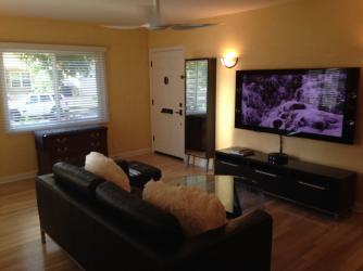 [Encino] 家賃交渉可!3ベッドルーム、2バスルーム、エンシノのコンテンポラリースタイルハウス