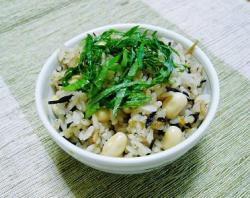 ひじきと大豆の炊き込みご飯